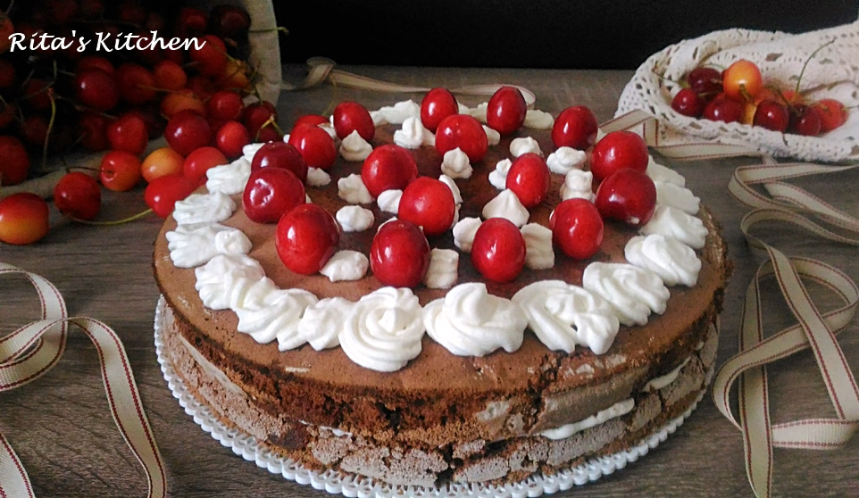 torta al cioccolato con ciliegie