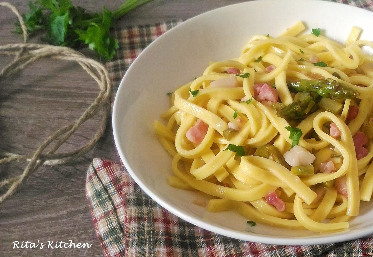 fettuccine con asparagi e pancetta