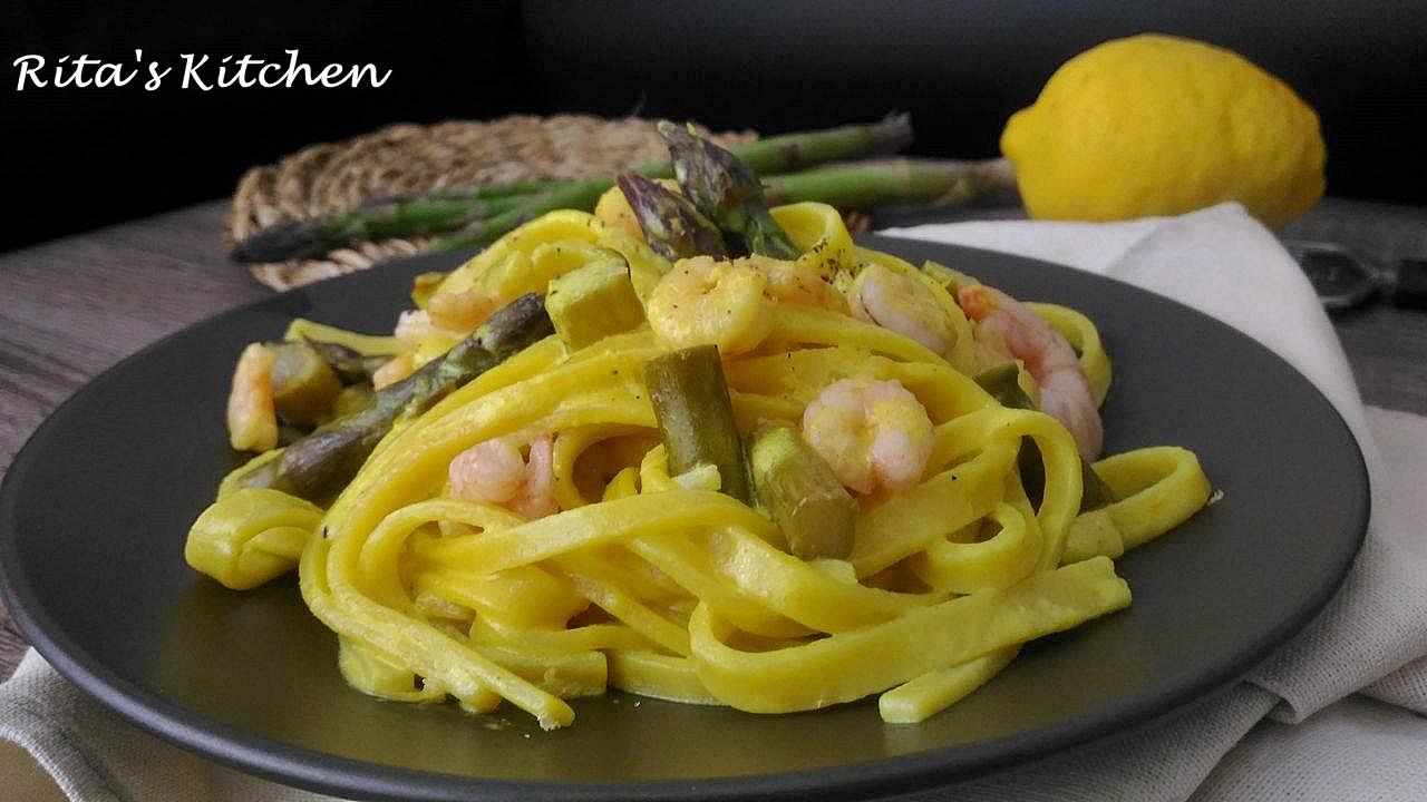 fettuccine con asparagi e gamberetti