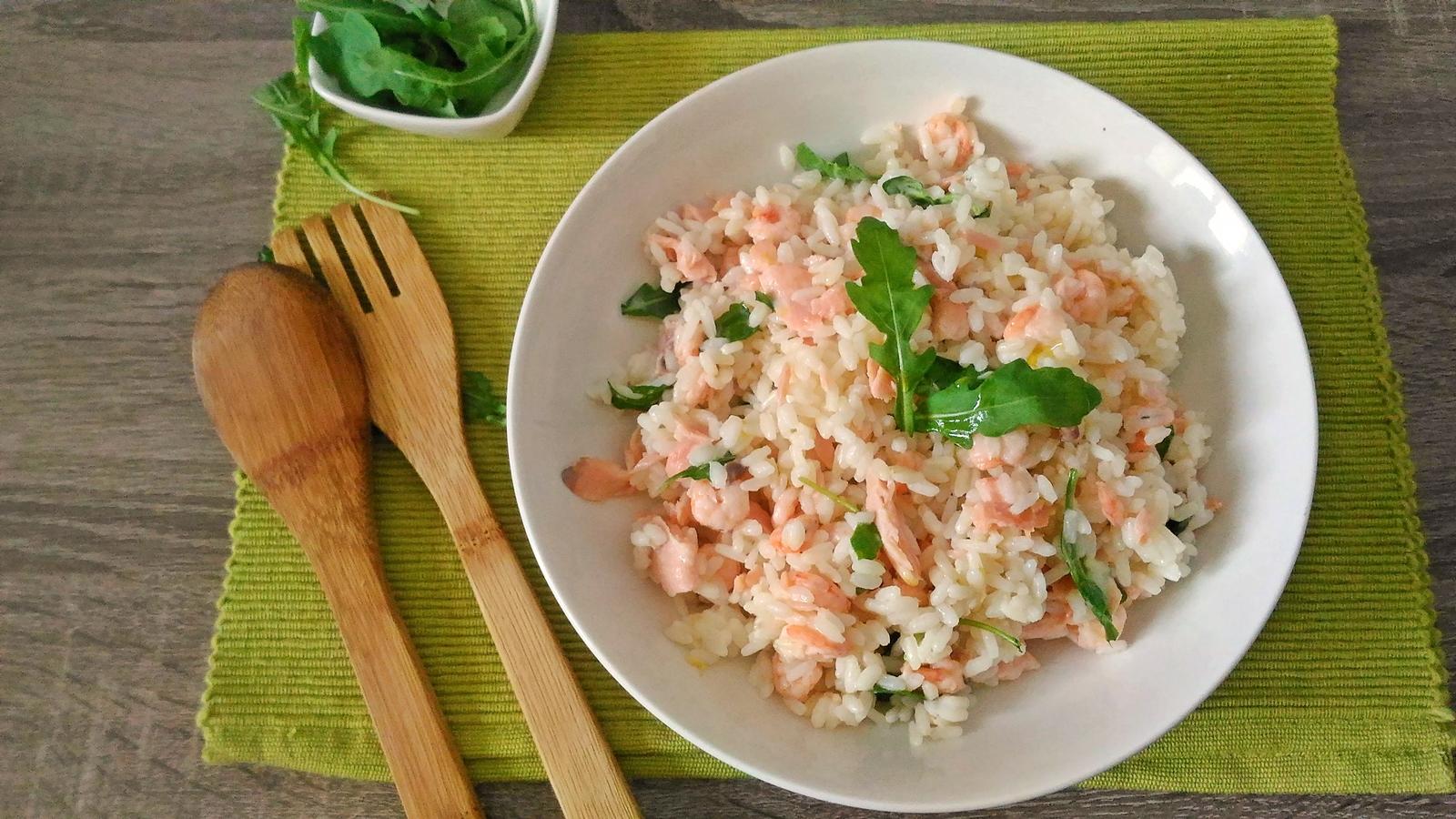 insalata di riso con gamberetti e salmone