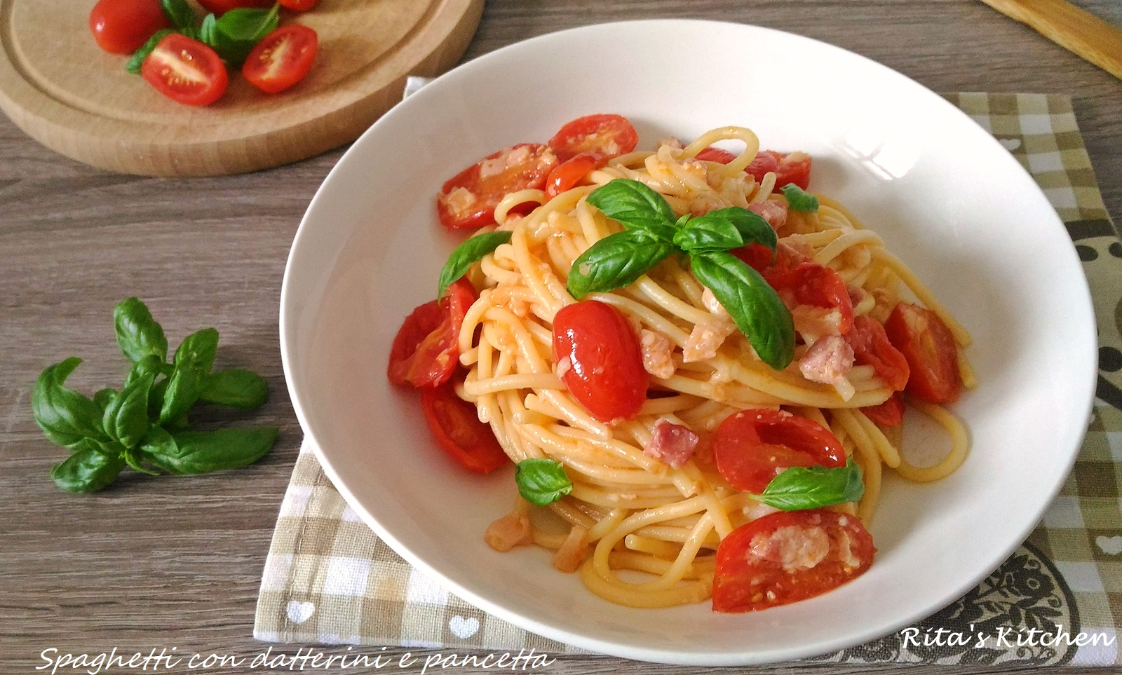 spaghetti con datterini e pancetta