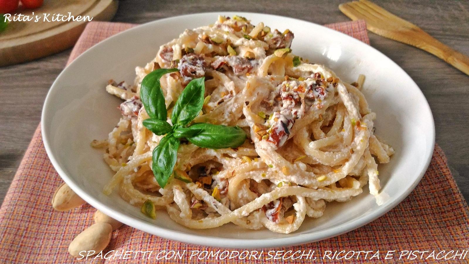 spaghetti con ricotta, pomodori secchi